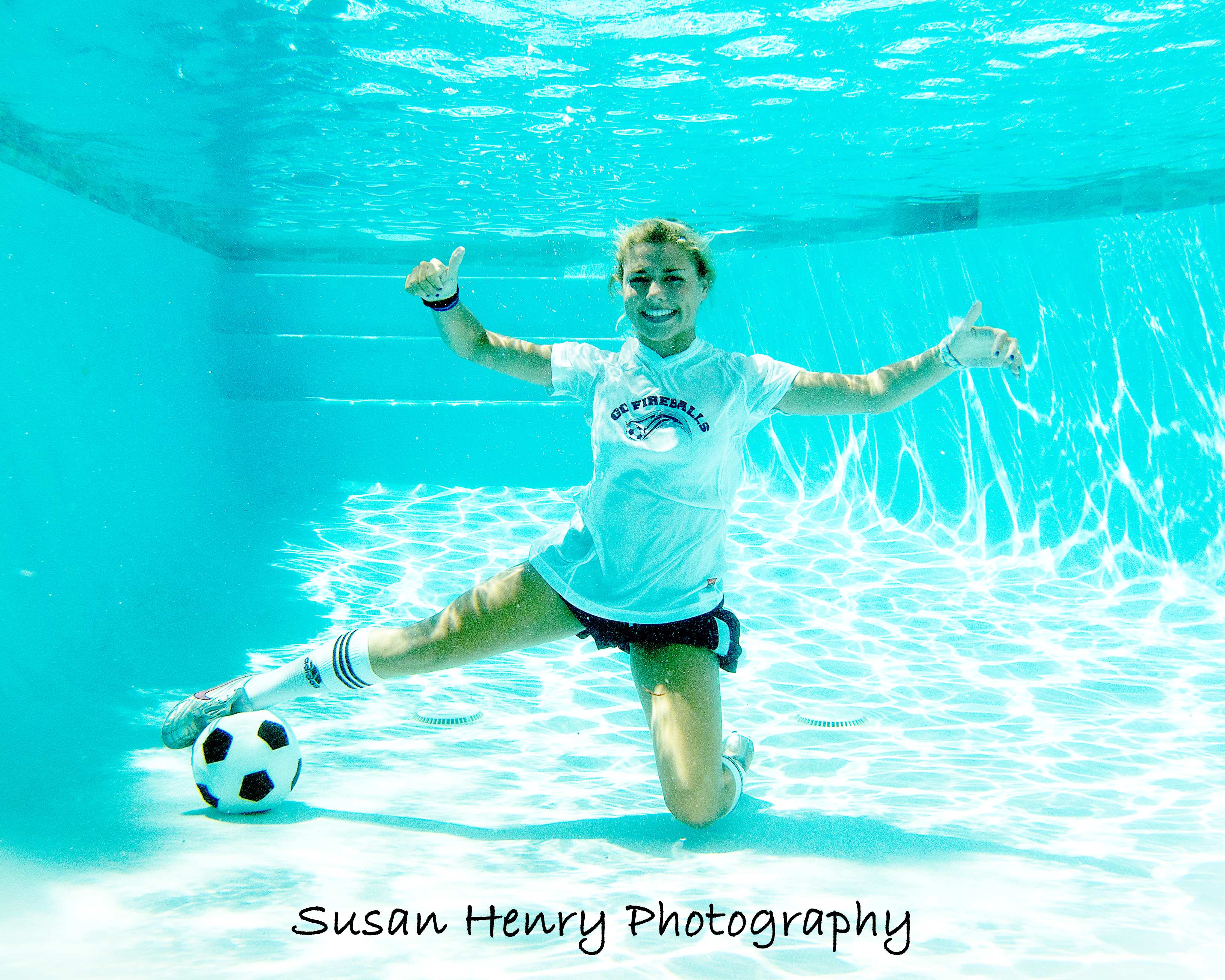 Meagans Underwater Soccer Picture